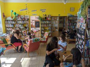 Prázdninové tvoření v dětském oddělení knihovny